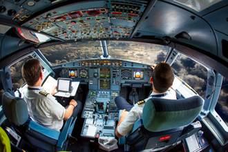 飛機用自動駕駛 富豪逼嫩妹啪啪啪