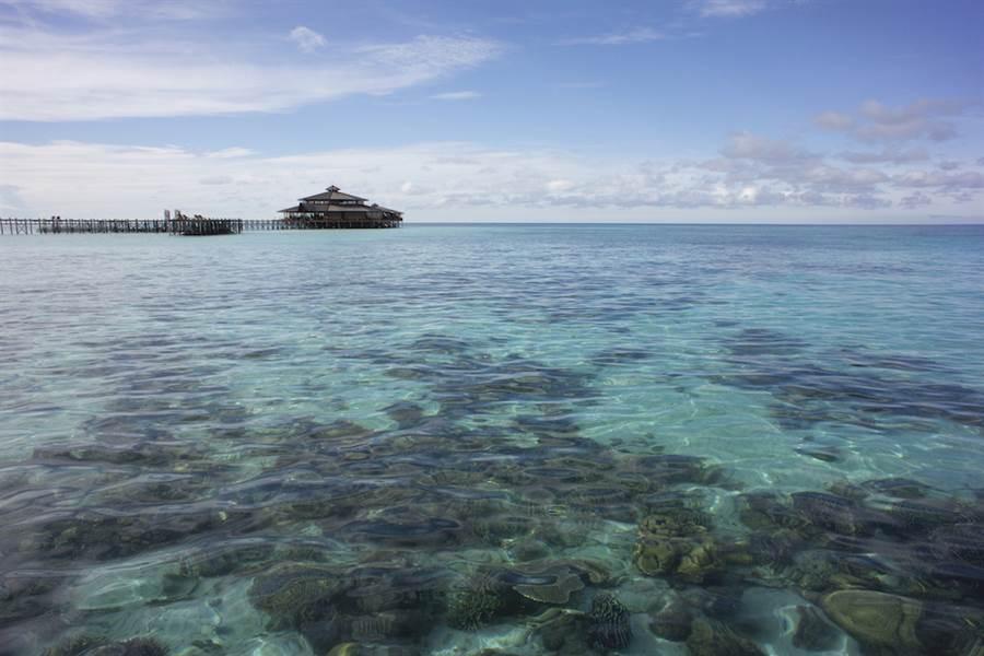 東姑阿都拉曼國家公園(Tunku Abdul Rahman Park)是馬來西亞第一座海洋型國家公園,旅遊資源豐富,能享受未受污染的沙灘與海水,與許多罕見的兩棲動物。(馬來西亞觀光局提供)