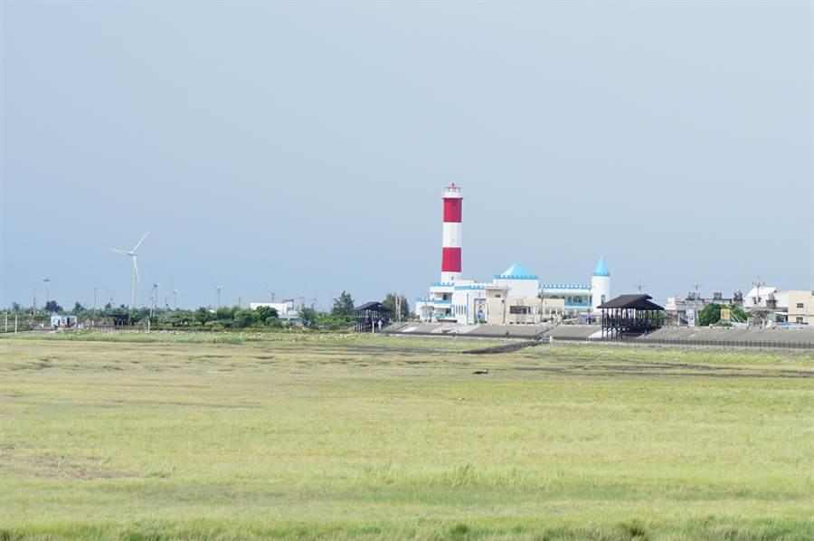 高美濕地因濱海橋封閉檢測,交通局協調公車路線及假日接駁車改道。(王文吉攝)