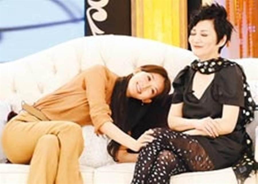 林志玲PO出與張小燕15年前同框照。(圖/林志玲臉書)