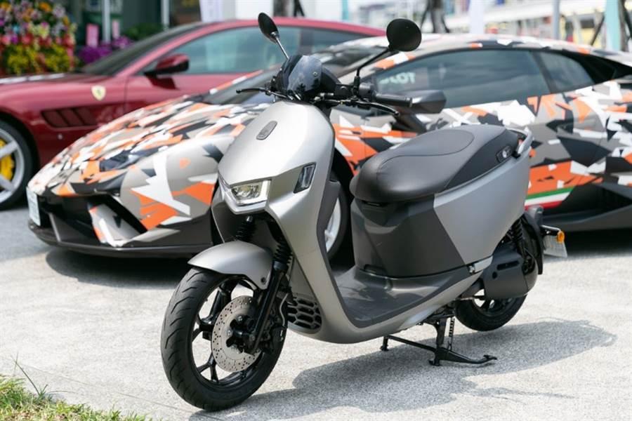 Ai-1 Sport智慧電車以高規格打造,不論烤漆還是大燈的選材都十分講究。