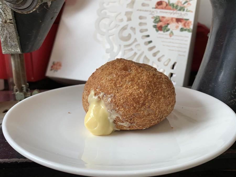 高雄鳳山「薇庭烘焙」出產的法式香草泡芙,消費者可自行填充香草。(柯宗緯攝)