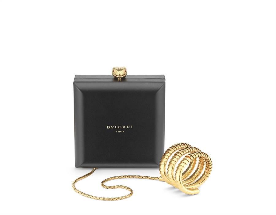 Alexander Wang X BVLGARI Serpenti Forever手鐲鍊條珠寶盒晚宴包,參考售價19萬1500元。(BVLGARI提供)