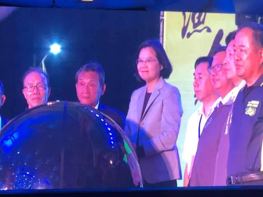 蔡英文總統赴竹圍漁港參加漁民節慶祝活動。(呂筱蟬攝)