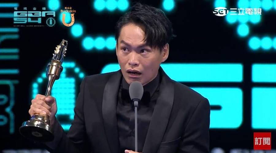 黃鐙輝憑《奇蹟的女兒》拿下迷你劇集(電視電影)男配角獎。(圖/翻攝自YouTube)