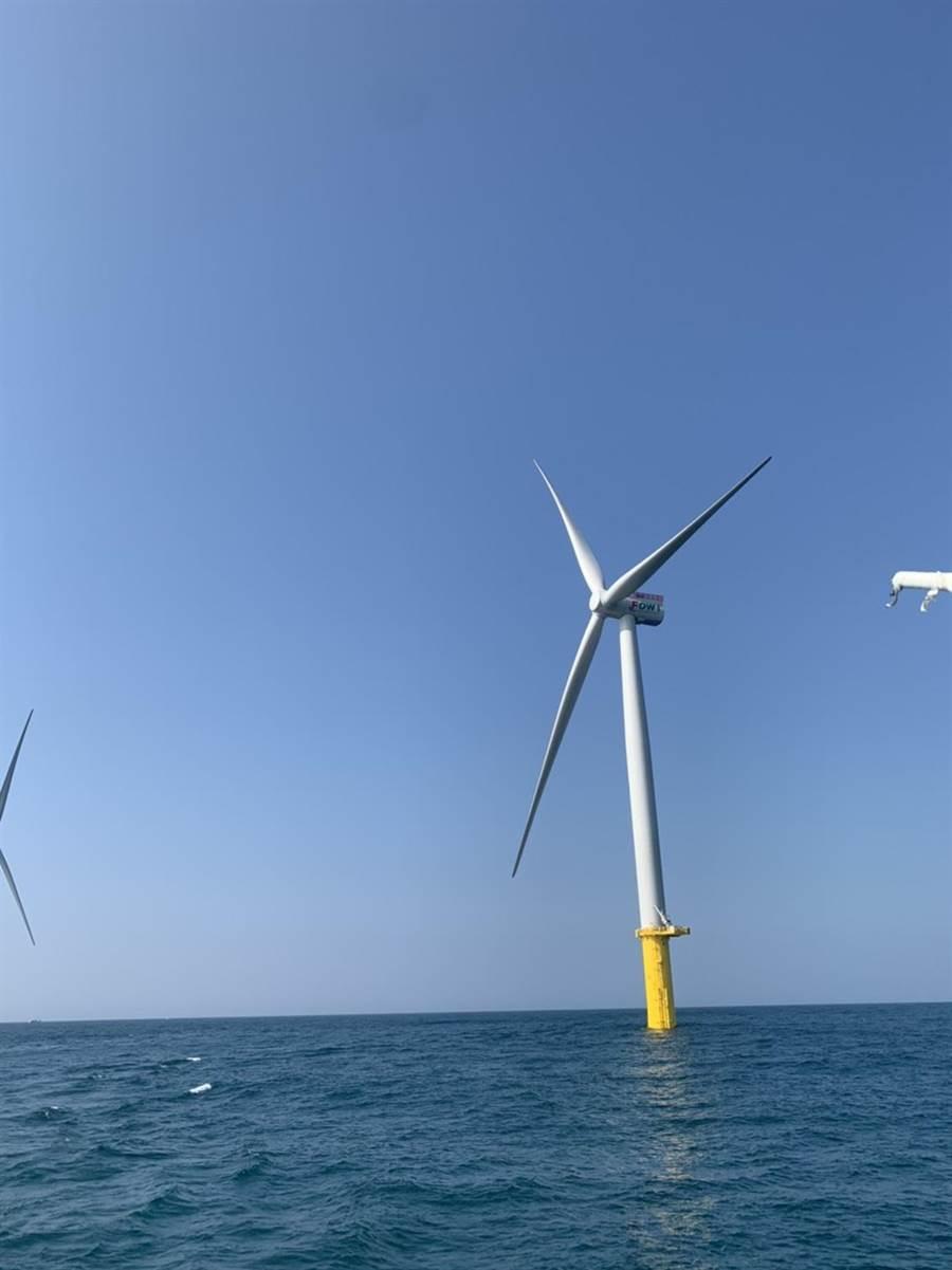 位於竹南外海的首座離岸風電示範風場海洋竹南預計10月中即可完工,11月中全部發電。(王玉樹攝)