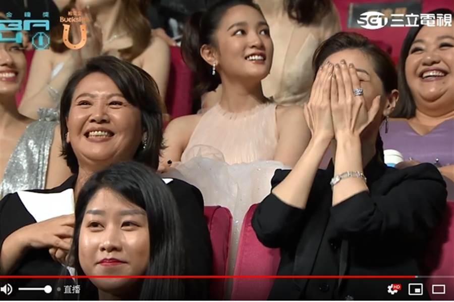 「陳嘉玲」謝盈萱和「無緣婆婆」王琄。(圖/翻攝自金鐘54 Youtube)