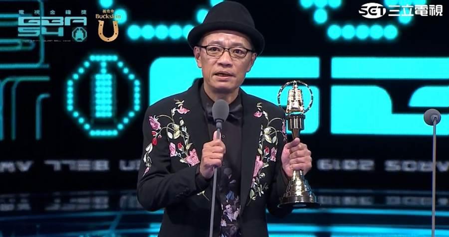 吳朋奉獲得迷你劇集男主角獎。(圖/翻攝自金鐘54)