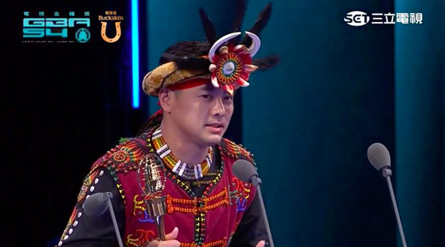 薛紀綱拿下第54屆金鐘獎兒童少年節目主持人獎。(截自三立網路直播畫面)