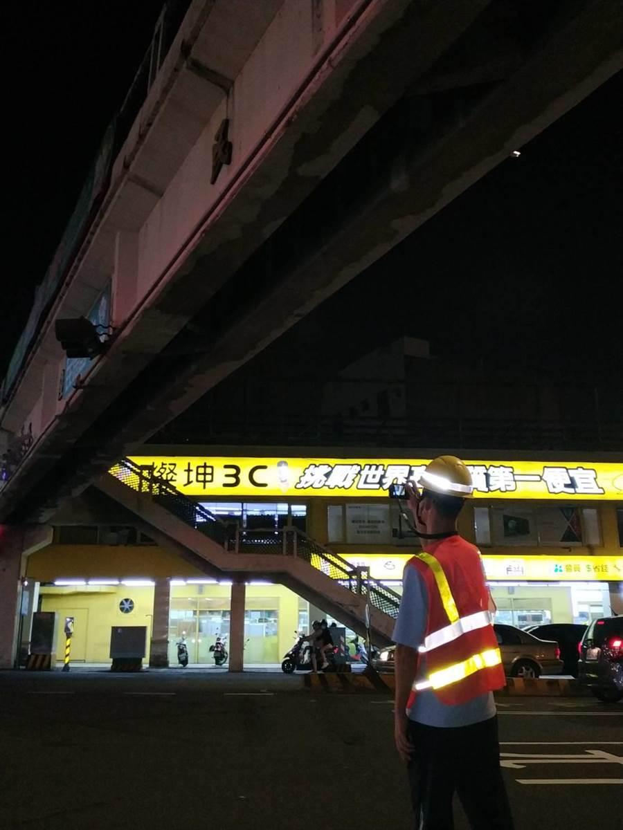 工務局緊急檢測,橋梁結構未受損。(台南市工務局提供)