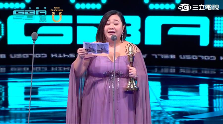 鍾欣凌拿下迷你劇集女主角獎。(截自三立網路直播畫面)