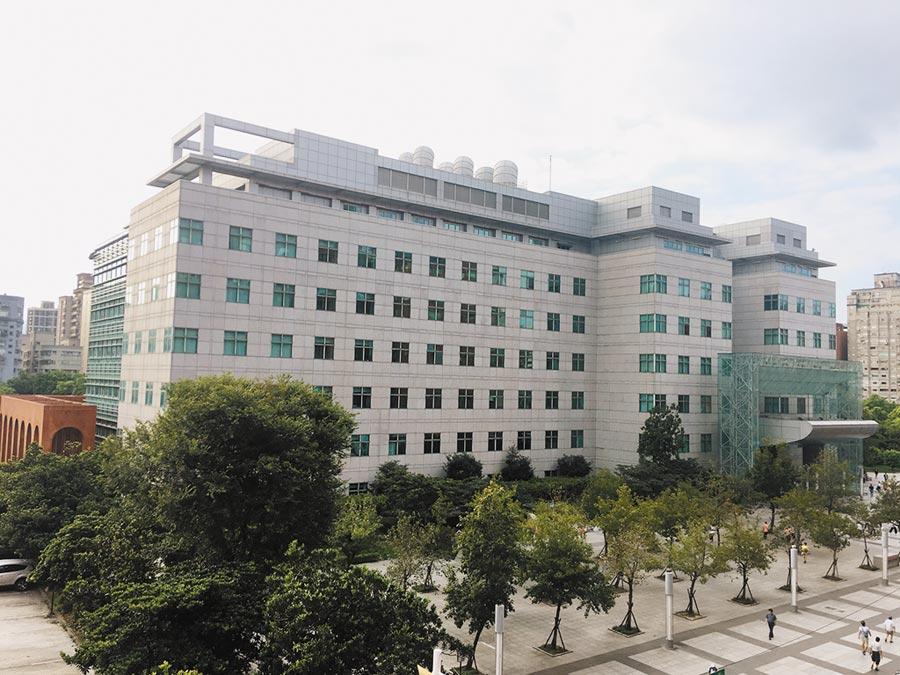 永安商圈內的四號公園,因有國立台灣圖書館,為區域房市加分。圖/信義房屋提供