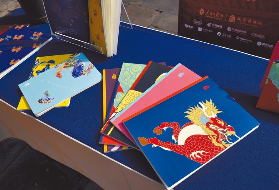 9月20日,「書桌上的紫禁城──故宮文具品牌」在北京故宮博物院發布,故宮文具產品首次亮相。(新華社)