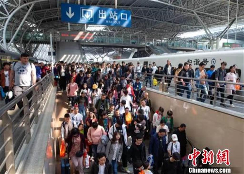 長三角鐵路迎來返程客流高峰。(照片取自中新網)