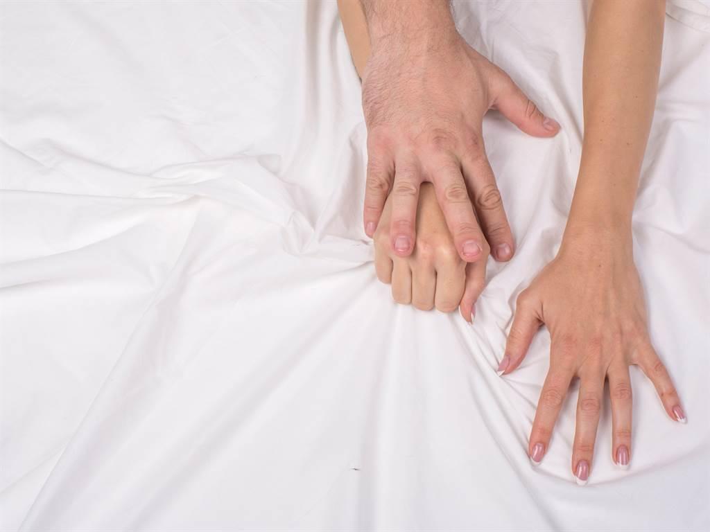 人妻與丈夫分居打離婚官司,與2男發生關係並用兒手機錄下,遭通姦起訴。(達志影像/shutterstock提供)