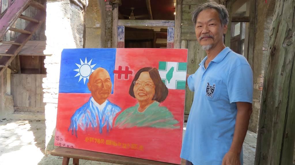 匡進福以手指畫繪出國民黨、民進黨2位總統參選人,並以國旗為背景,期許能藍綠和諧,為台灣前途努力。(莊曜聰攝)