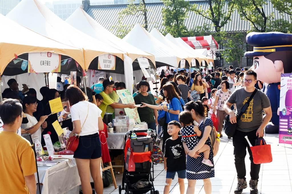 愛在每一個角落慈善園遊會上午在台北文創大樓文化廣場熱鬧開幕。(張姚宏影社福慈善基金會提供/廖德修傳真)