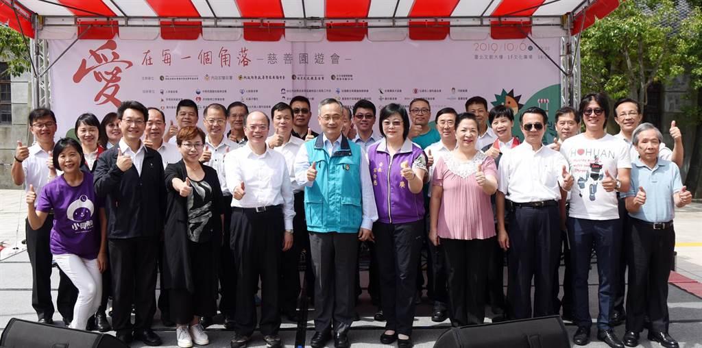 與會長官、來賓與社福團體在開幕式合照。(張姚宏影社福慈善基金會提供/廖德修傳真)