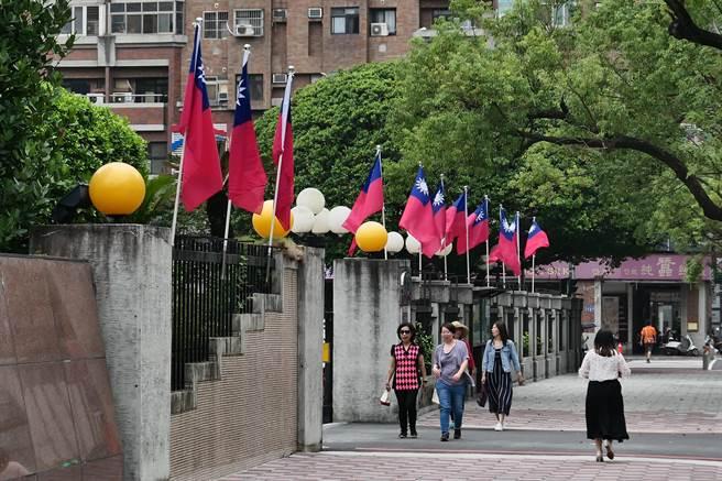 今年國旗數量由去年的1200面提升到近4000面。(台中市政府提供/陳世宗台中傳真).