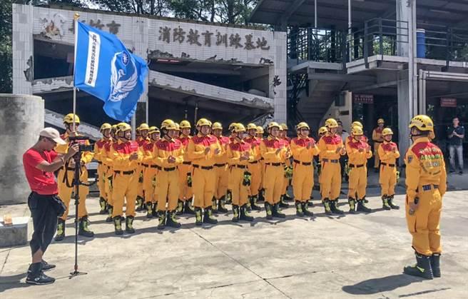 新竹市義消特搜隊在消防局教育訓練基地進行定期特訓。(市消防局提供/羅浚濱新竹傳真)