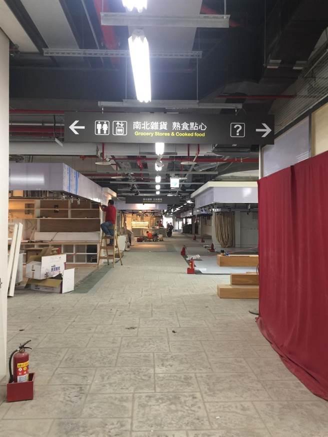 中繼市場1樓為精品服飾、生鮮賣場和南北雜貨、熟食點心。(游念育攝)
