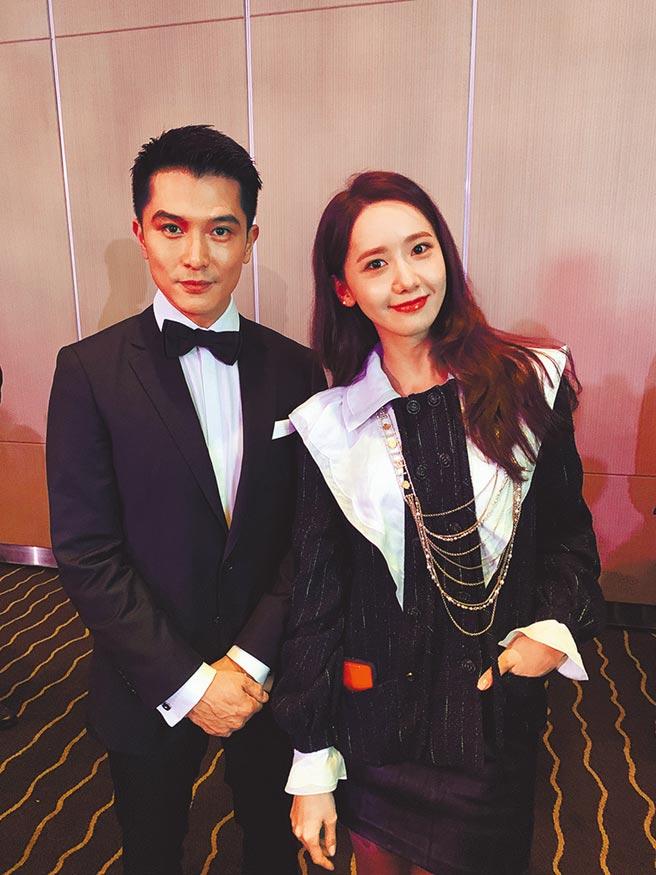 獲得同一獎項的邱澤(左)與潤娥同框合影。(華映娛樂提供)