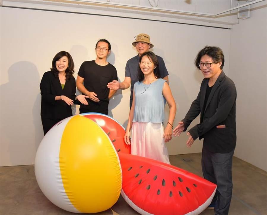 臻品藝術董事長張麗莉再度邀請2014年週年展策展人劉克峰,策劃「一個假想的電影劇本《天堂門》」的建築與藝術週年慶展覽。(圖/臻品)