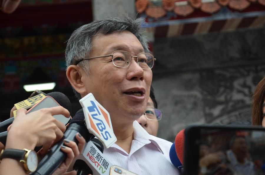 台北市長柯文哲指出,藍綠都在操作芒果乾。(賴佑維攝)