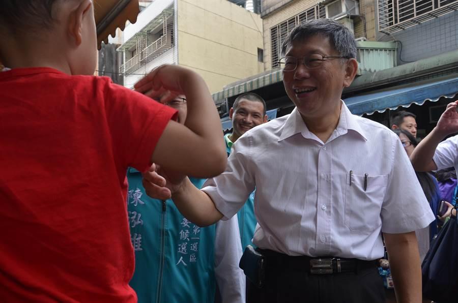 台北市長柯文哲(右)。(賴佑維攝)