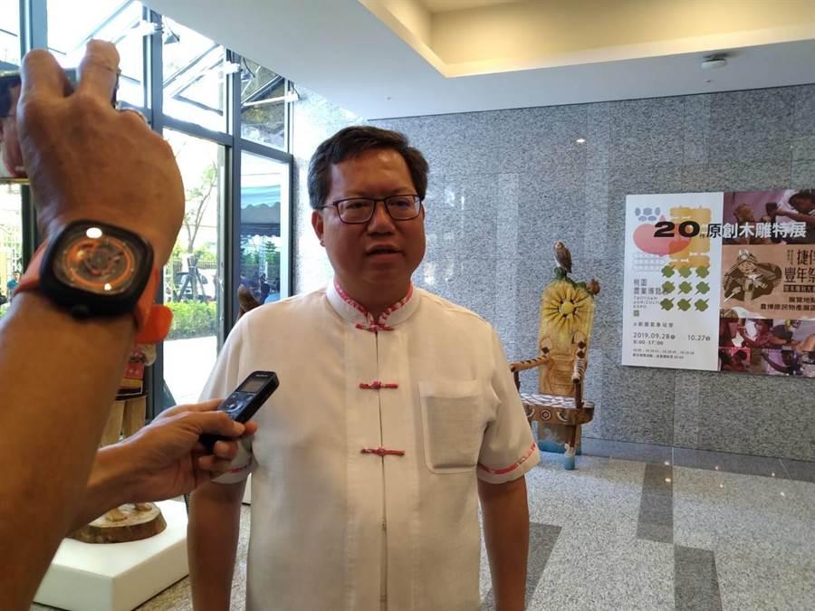 桃園市長鄭文燦6日出席桃園中路二號社會住宅交誼茶會,他說,芒果乾在於敢不敢堅持主權屬於2300萬人。(賴佑維攝)