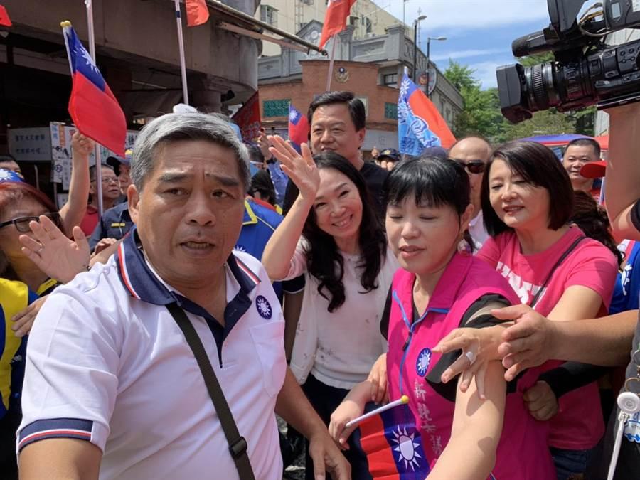 韓國瑜妻子李佳芬6日到三峽為林金結站台。(葉德正攝)