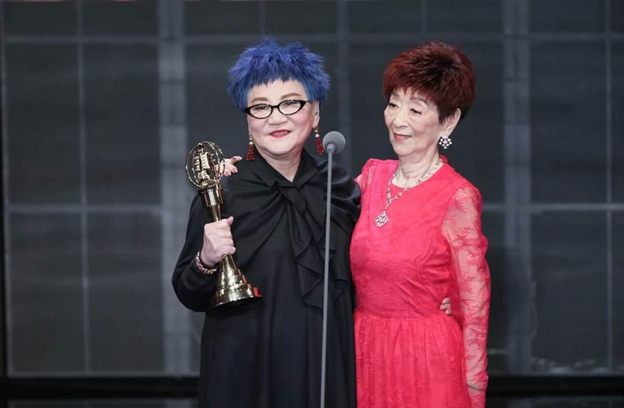 張小燕和媽媽同台分享榮耀。(圖/影視娛樂組攝)