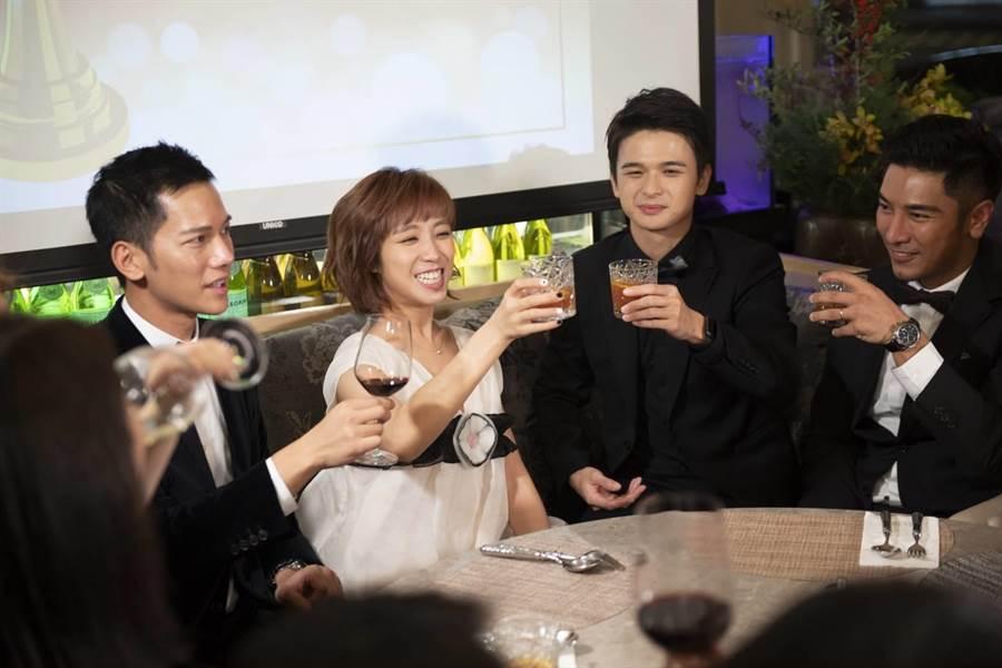 梁舒涵現身慶功宴,與《女力報到》演員分享得獎喜悅。(TVBS提供)