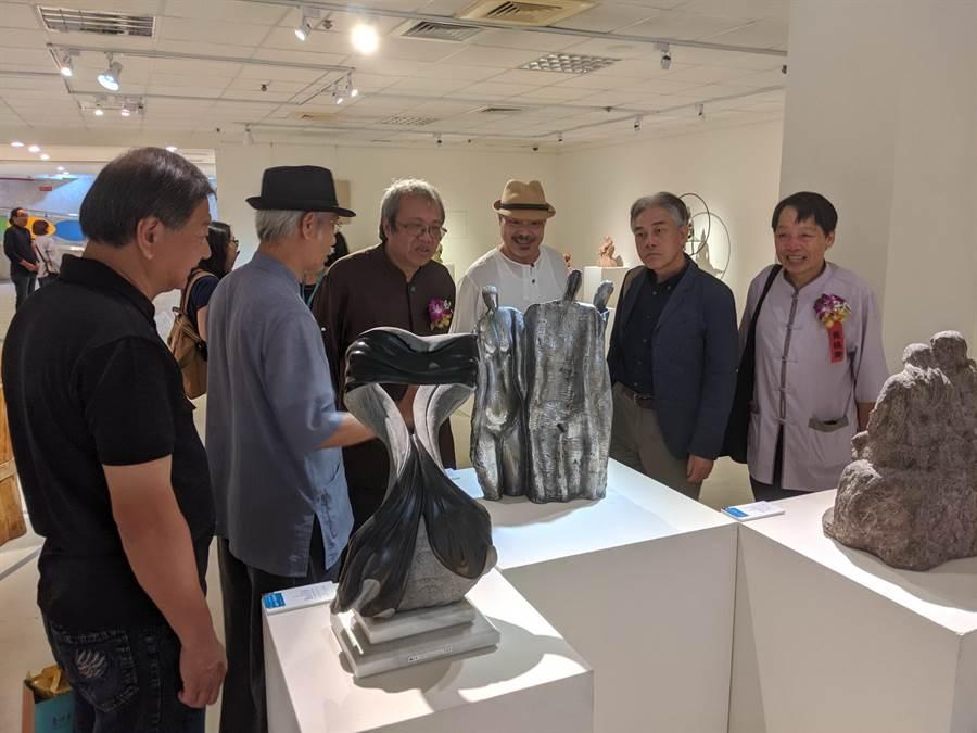 台中市文化局在大墩文化中心推出「空間魔術師一雕塑之都傳奇」雕塑主題展。(翻攝照片/陳淑芬台中傳真)