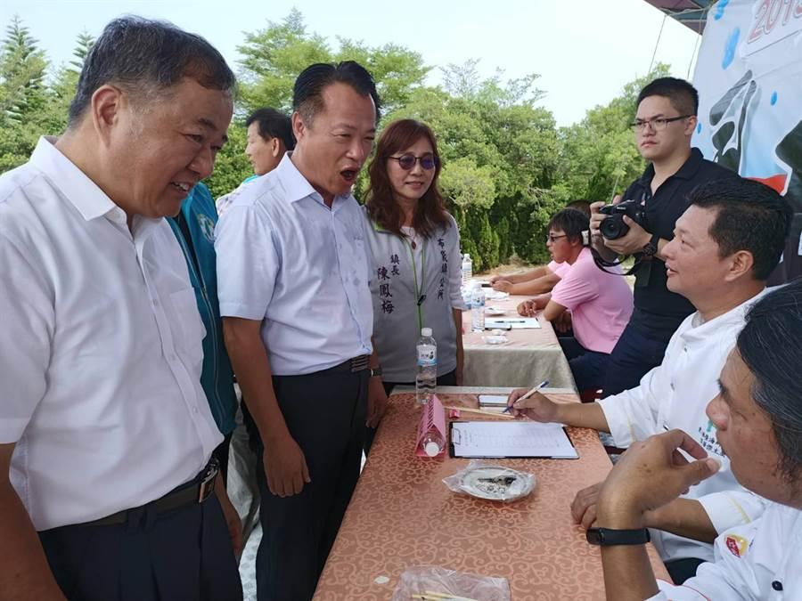 農委會漁業署代理署長張致盛(左)也受邀出席活動。(張毓翎攝)