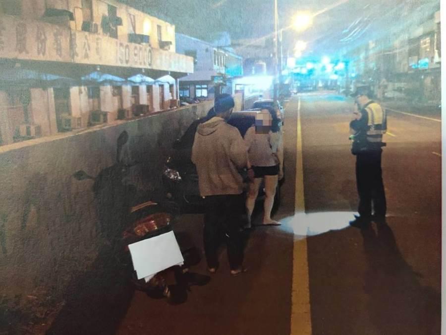 外籍移工下班後行經蘆竹區海山路時,突然遭到19歲吳姓男子,18歲潘姓男子以安全帽毆傷,並且搶走身上現金。(翻攝照片/賴佑維桃園傳真)