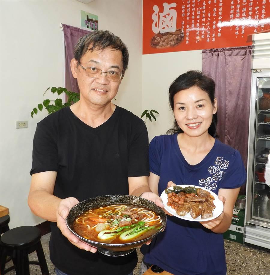 台大人劉啟杰與從湖南嫁來台灣的太太黃明元,創業開26味元湘味館,獲得網友非常推薦的口碑。(陳世宗攝)