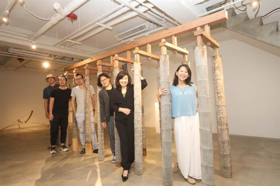 今年臻品藝術中心的週年策劃展電影,邀請的建築人和藝術家共11位,參與「一個假想的電影劇本《天堂門》」的週年策劃展。(盧金足攝)