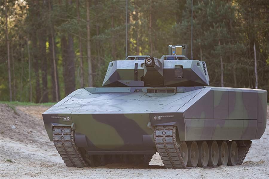 雷神與萊茵金屬想要以Lynx41山貓裝甲車,爭取美國陸軍下一代步兵戰車訂單,卻因遲交樣車,可能被取消競爭資格。(圖/萊茵金屬)