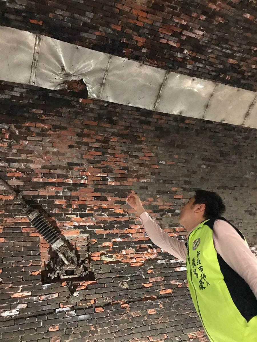基隆河自行車道新北銜接基隆、台北串聯計畫於去年9月開始動工,完工日期卻延後,新北市議員張錦豪6日前往施工現場會勘。(張錦豪服務處提供/葉書宏新北傳真)