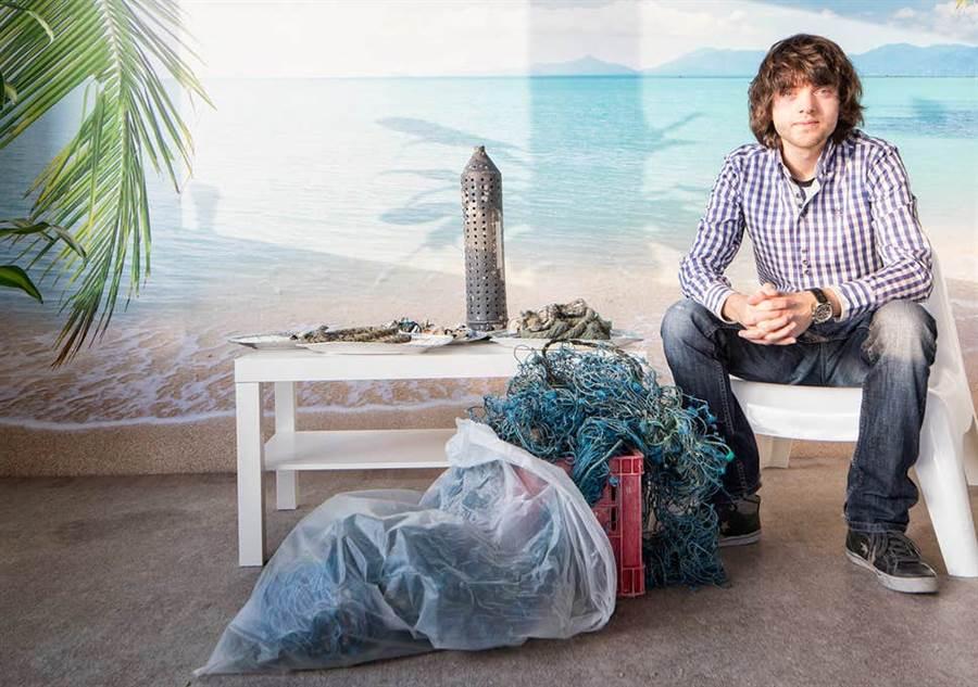 史萊特在16歲時第一次潛水,發現海裡到處是垃圾,於是立志清理海洋垃圾。(圖/海洋基金會)