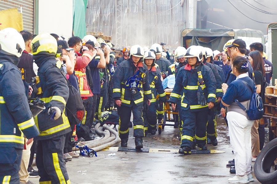 台中農地工廠火警造成2位消防隊罹難。(本報資料照片)