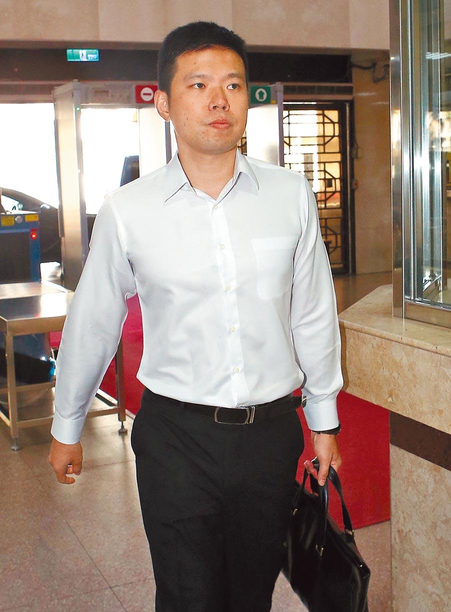 台北地方法院5日首次開庭審理國安局私菸案,被告吳宗憲出庭應訊。(趙雙傑攝)