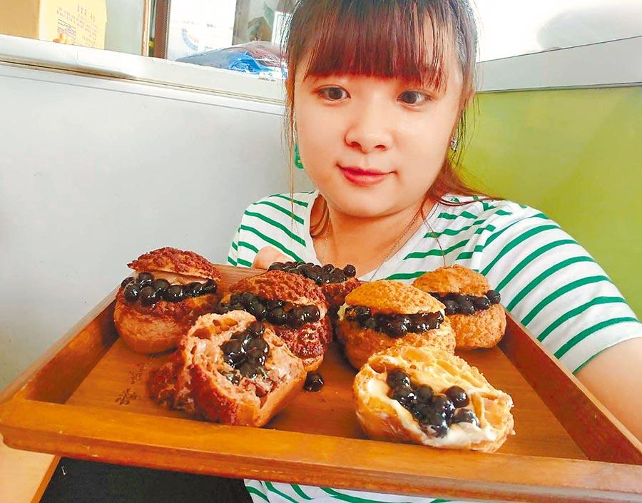 「尚一豆烘焙坊」老闆娘陳詩宜大推原味波霸泡芙、巧克力波霸泡芙。(張毓翎攝)