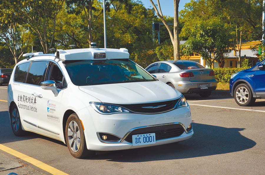「亞洲.矽谷-自動駕駛運行暨資訊整合平台先導計畫」5日舉辦發表會,目前自駕車已有資訊整合平台,可同時蒐集不同類型自駕車的運行狀況。(賴佑維攝)