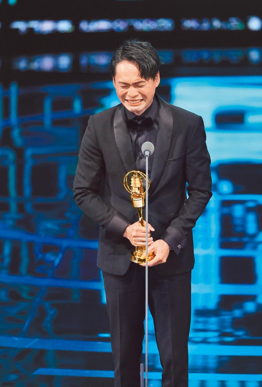 黃鐙輝昨奪下迷你劇集男配角,上台激動大飆淚。