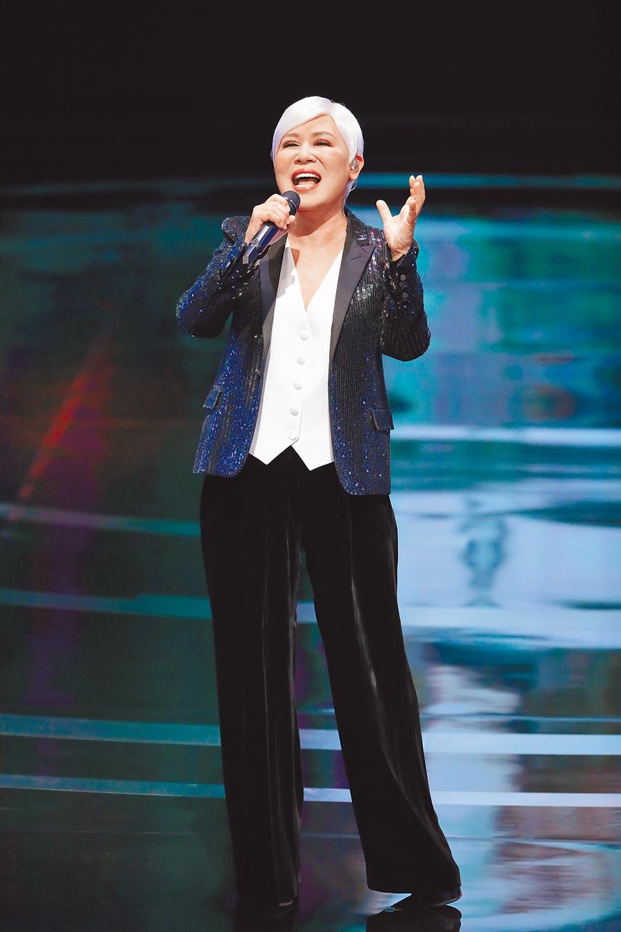 黃小琥昨擔任金鐘獎開場表演嘉賓,賣力熱唱。