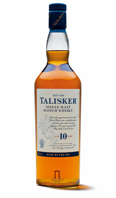 帶有強烈的煙燻與大海泥煤味,拿來搭蟹最適合。泰斯卡10年蘇格蘭單一麥芽威士忌,建議售價1190元。(帝亞吉歐提供)
