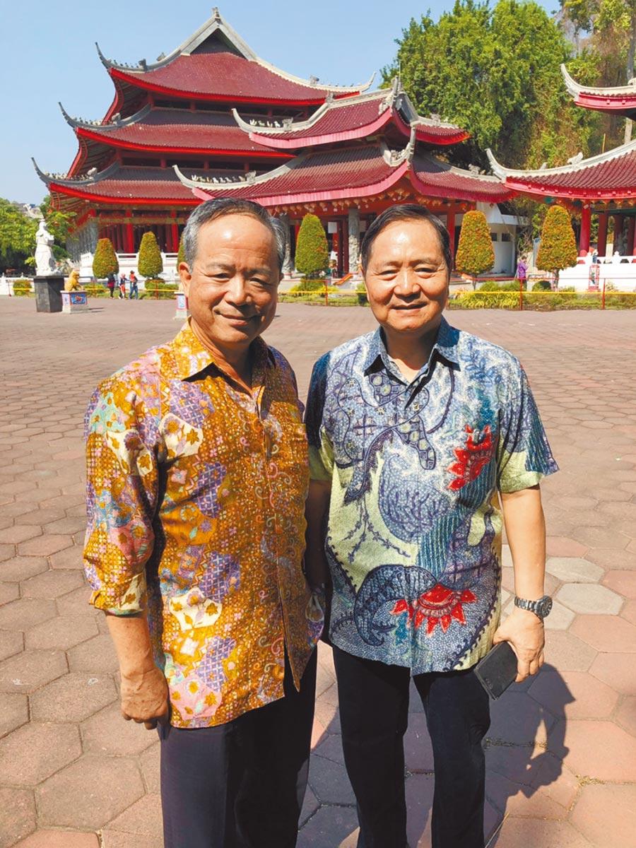 聖祐木業董事長張慶隆(右)。(記者林汪靜攝)