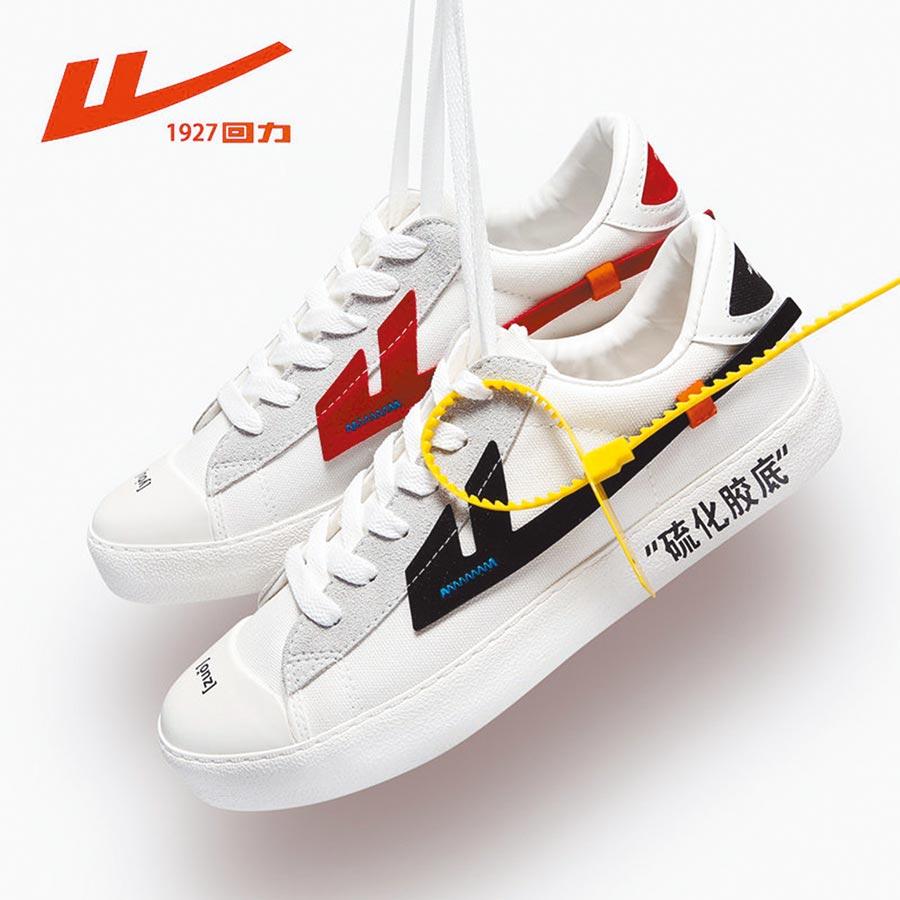 大陸品牌回力鞋。(取自微博@穿衣搭配hao)